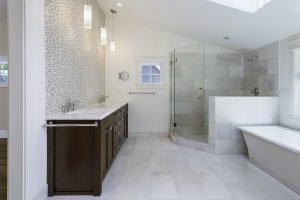 ¡La decoración del baño puede ayudarnos a ahorrar!