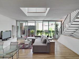 Reformas Integrales Interiores de una sala de estar moderna
